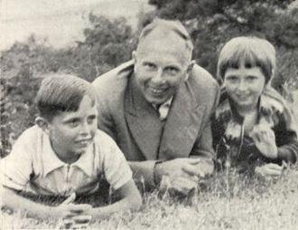 Степан Бандера із сином Андрієм та дочкою Лесею